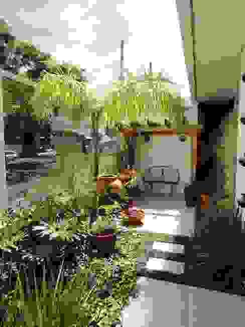 モダンな庭 の Domm Arquitetura Ltda モダン
