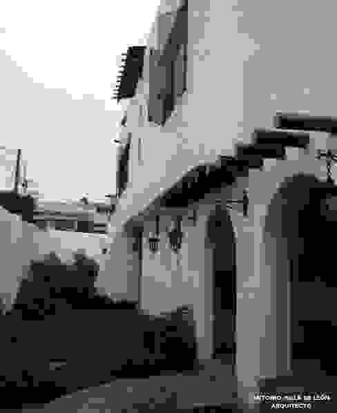 Vườn phong cách thực dân bởi Antonio Milla De León Arquitecto Thực dân