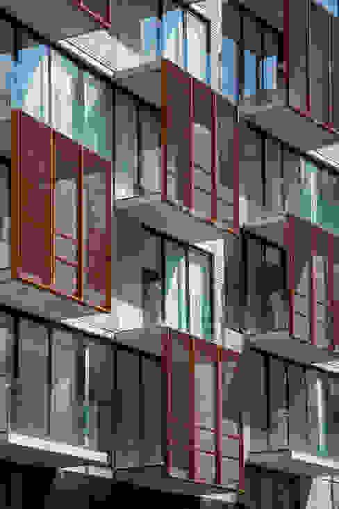 Via Cordillera Edificio EMA Balcones y terrazas modernos de Miguel de la Torre Arquitectos Moderno