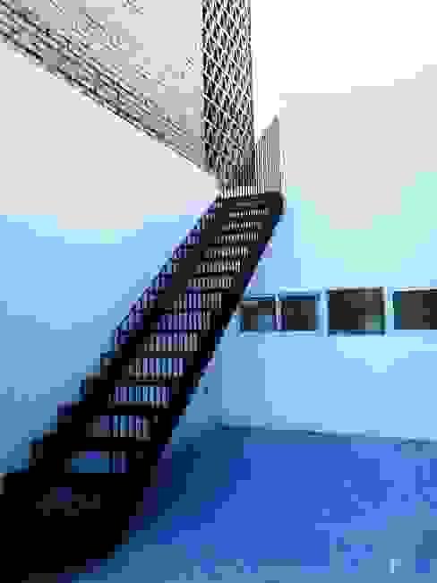 estudio 1/4 Colonial corridor, hallway & stairs