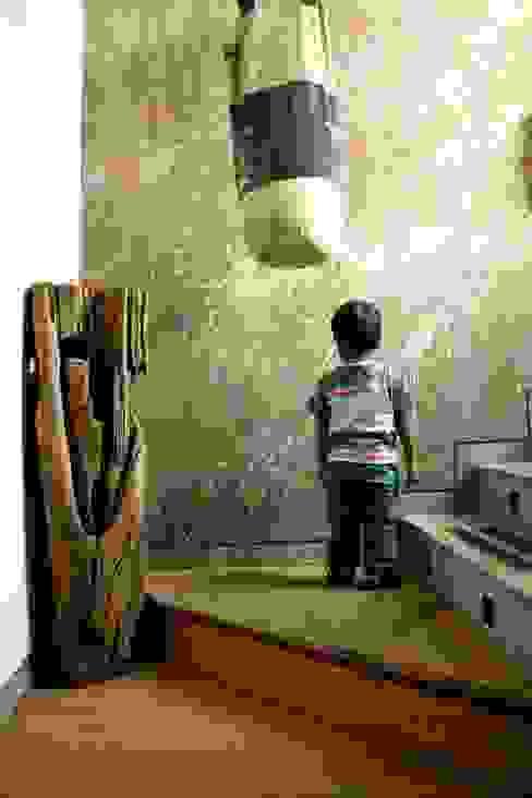 Entryway Modern walls & floors by BETWEENLINES Modern