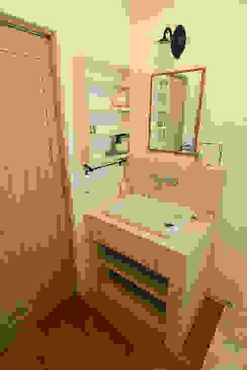 「シンプル・かわいい・おしゃれ」手の届くアンティークな暮らし アンティークな新築住宅 ラフェルム ラスティックスタイルの お風呂・バスルーム