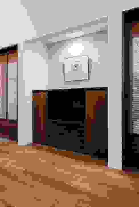 Living room by オーガニックスタジオ兵庫株式会社,