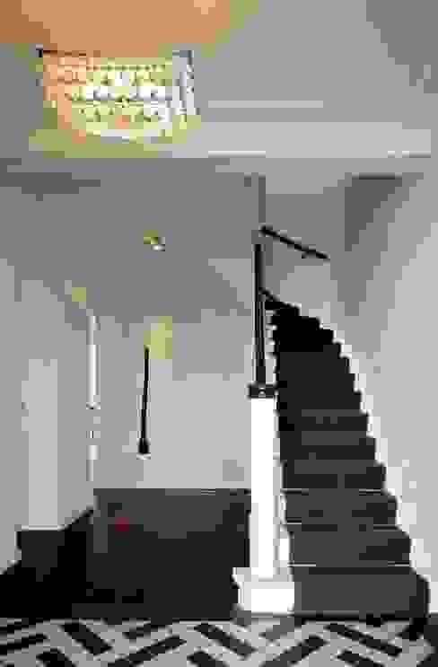 Pasillos, vestíbulos y escaleras clásicas de Innendesigner Kemper & Düchting GmbH Clásico