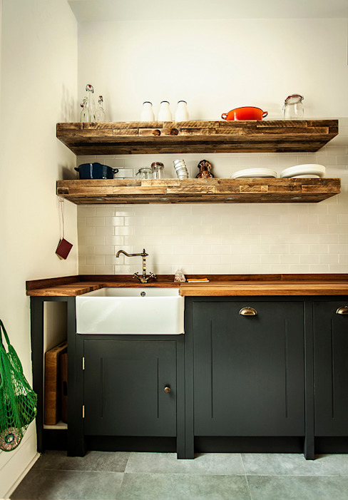 W10 Kitchen by British Standard Rustic style kitchen by British Standard by Plain English Rustic Wood Wood effect