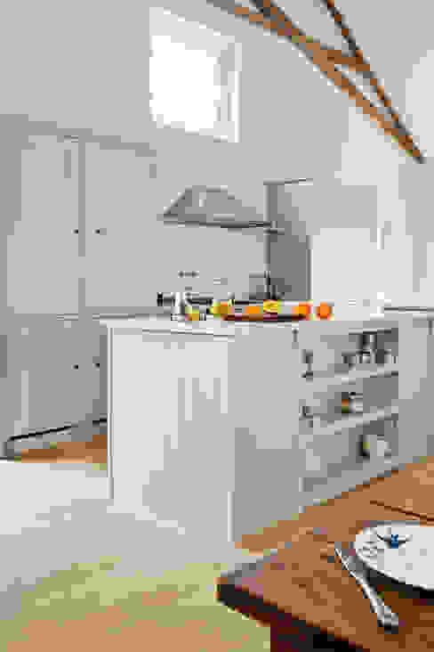 IP13 Kitchen by British Standard 클래식스타일 주방 by British Standard by Plain English 클래식 우드 우드 그레인