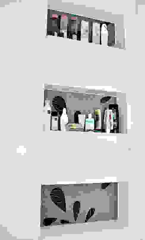 Casas de banho modernas por Lozí - Projeto e Obra Moderno