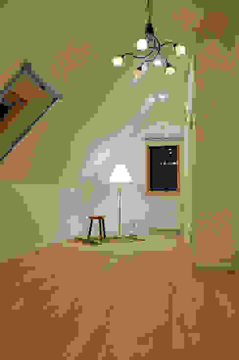 Dormitorios de estilo escandinavo de 株式会社 ヨゴホームズ Escandinavo