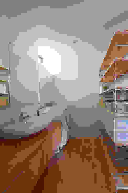 Minimalist style bathroom by 小泉設計室 Minimalist
