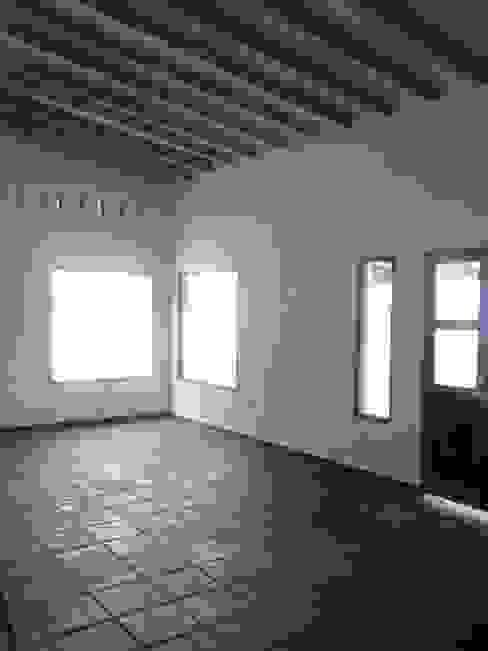 "ARQUITECTURA BIOCLIMATICA ""ECO CIMBRA"" 4 Salones rurales de FERRER||AGUIRRE ARQUITECTURA+DISEÑO+MUEBLES Rural"