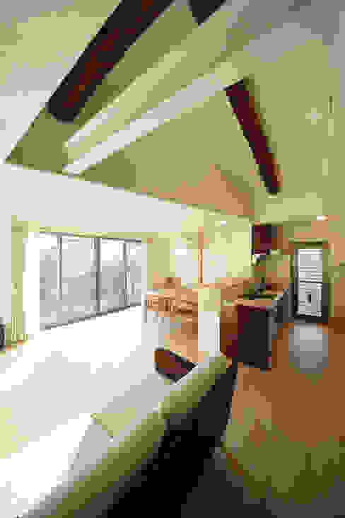 现代客厅設計點子、靈感 & 圖片 根據 nano Architects 現代風 木頭 Wood effect
