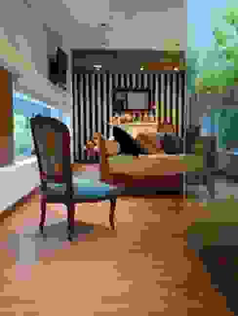 Casa de madera en VILLA ELISA - La Plata: Livings de estilo  por juan olea arquitecto,Rústico