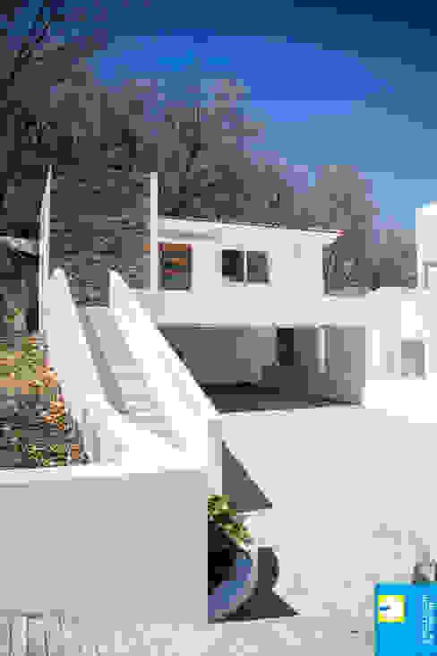la cochera Excelencia en Diseño Casas minimalistas Concreto Blanco