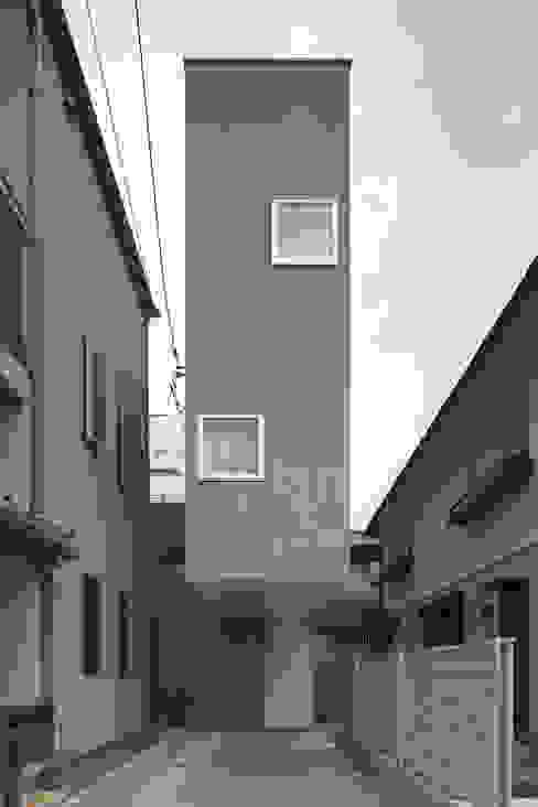 โดย 平野崇建築設計事務所 TAKASHI HIRANO ARCHITECTS โมเดิร์น