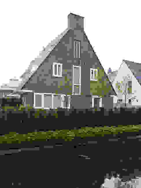 Monument aan de waterkant - vergunningsvrije uitbreiding Moderne huizen van ENZO architectuur & interieur Modern Stenen