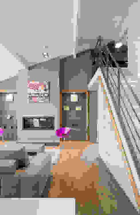 Réhabilitation intérieure et extérieure d'un appartement à la Croix-Rousse (Lyon) Salon moderne par réHome Moderne
