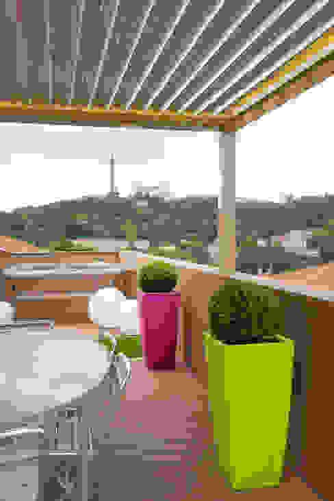 Réhabilitation intérieure et extérieure d'un appartement à la Croix-Rousse (Lyon) Balcon, Veranda & Terrasse modernes par réHome Moderne