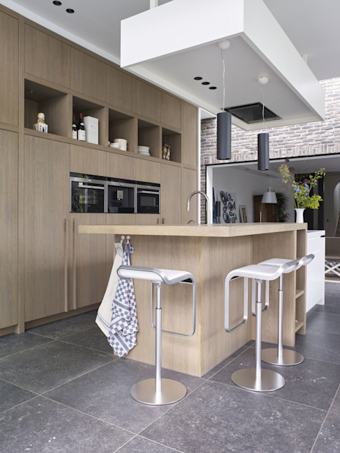 Monument aan de waterkant - vergunningsvrije uitbreiding:  Keuken door ENZO architectuur & interieur,