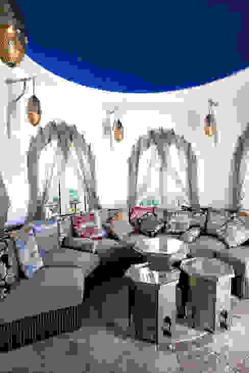 Living room من homify بحر أبيض متوسط النحاس / برونزية / نحاس