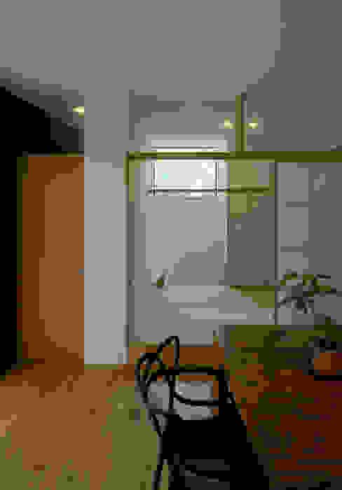 和室 モダンデザインの ダイニング の LIC・山本建築設計事務所 モダン 木 木目調