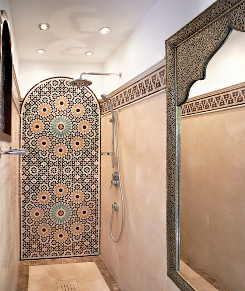Mosaic bath screen Mediterranean style bathrooms by Decoración Andalusí Mediterranean Ceramic