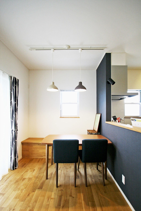 Ruang Makan Modern Oleh ジャストの家 Modern