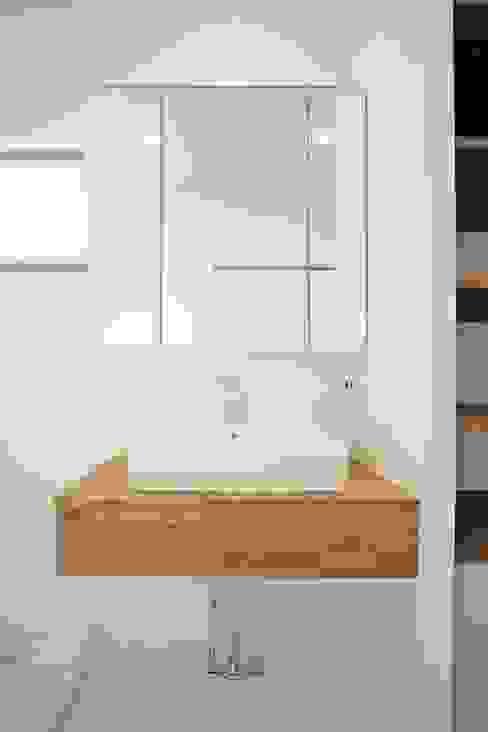 Baños modernos de ジャストの家 Moderno