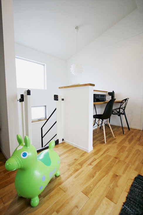 Salas multimedia de estilo  por ジャストの家, Moderno