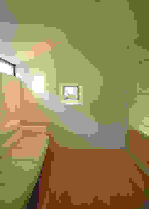 子供室: LIC・山本建築設計事務所が手掛けた寝室です。,モダン