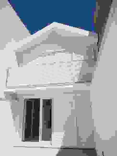 GAAPE - ARQUITECTURA, PLANEAMENTO E ENGENHARIA, LDA Casas de estilo ecléctico Blanco
