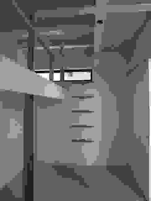 三鷹の家 モダンスタイルの寝室 の 荘司建築設計室 モダン