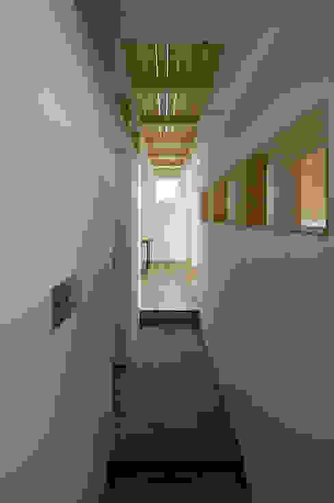 미니멀리스트 복도, 현관 & 계단 by 一級建築士事務所 Atelier Casa 미니멀 콘크리트