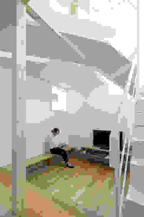 Minimalistische Wohnzimmer von 一級建築士事務所 Atelier Casa Minimalistisch Holz Holznachbildung
