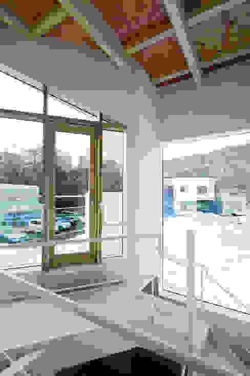 미니멀리스트 복도, 현관 & 계단 by 一級建築士事務所 Atelier Casa 미니멀