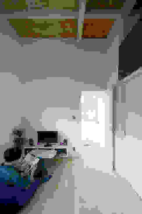 미니멀리스트 아이방 by 一級建築士事務所 Atelier Casa 미니멀 솔리드 우드 멀티 컬러