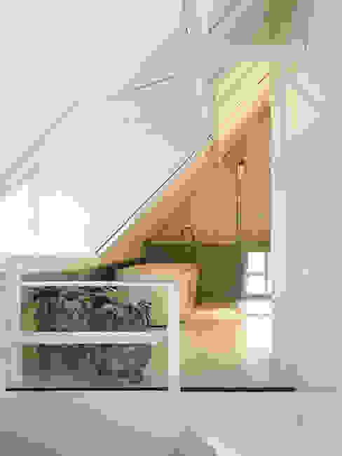 Het Dijkhuis:  Badkamer door Grego Design Studio,