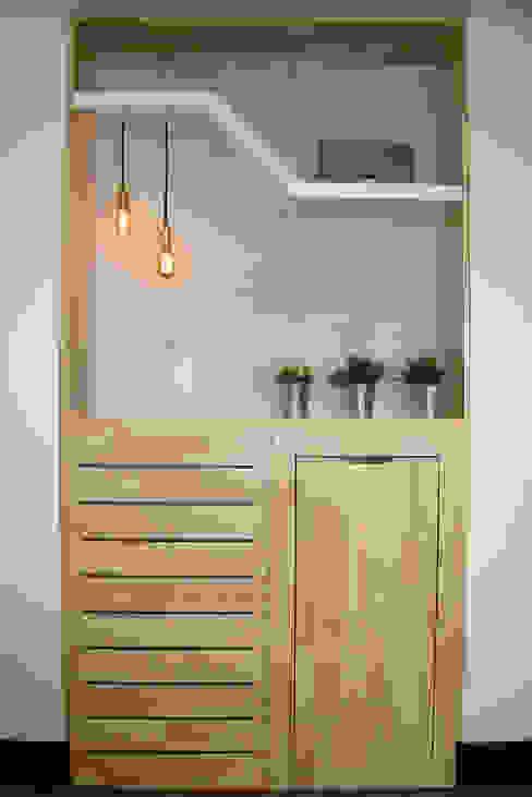 Vista frontal de mueble bar: Salones de estilo  por ALSE Taller de Arquitectura y Diseño,