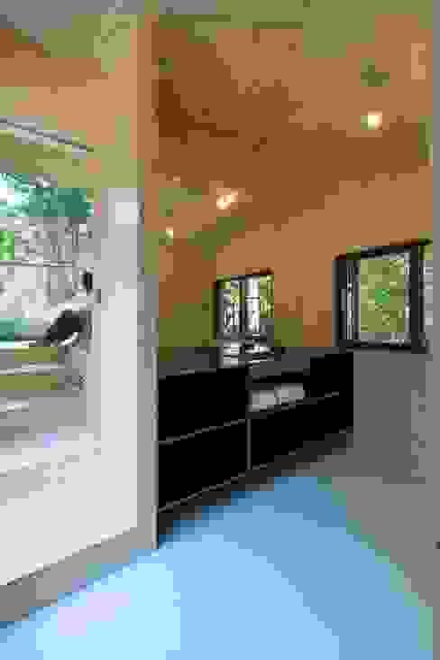 모던스타일 욕실 by Bloot Architecture 모던