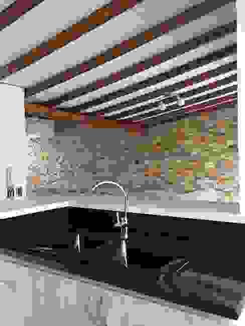 Contrastes de todos claros y oscuros en cocina: Cocinas de estilo  por ALSE Taller de Arquitectura y Diseño, Moderno