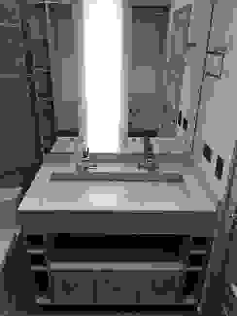 Detalle de lavamanos doble con mueble inferior Baños de estilo moderno de ALSE Taller de Arquitectura y Diseño Moderno