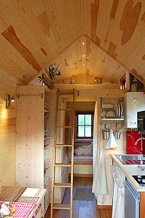 Houses by TINY HOUSE CONCEPT - BERARD FREDERIC, Eclectic