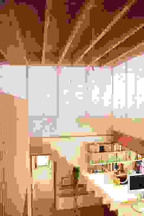 白鷹の家/SNOW LIGHT HOUSE: アーキテクチュアランドスケープ一級建築士事務所が手掛けた廊下 & 玄関です。,モダン