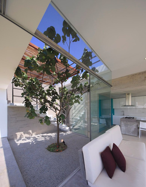 Casa Maple Modern style balcony, porch & terrace by Martin Dulanto Modern