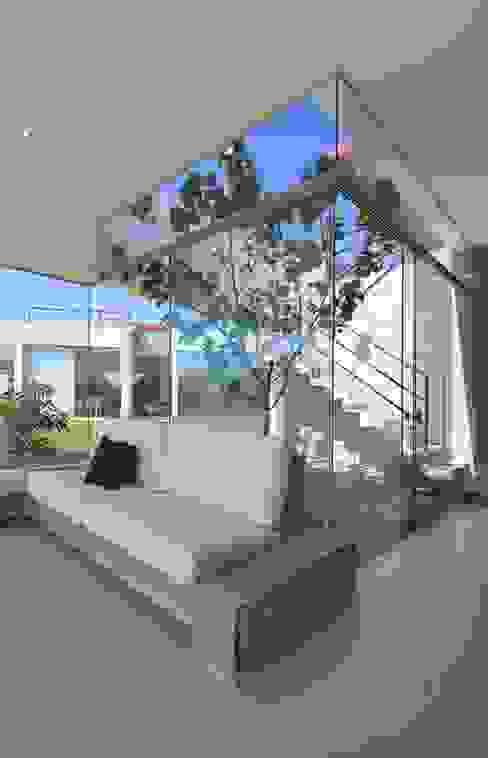 Casa Maple Balcones y terrazas modernos de Martin Dulanto Moderno