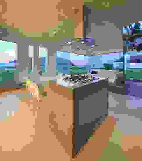 Casa Maple Salones modernos de Martin Dulanto Moderno