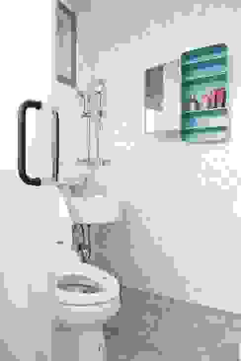 마이크로하우스 리모델링 現代浴室設計點子、靈感&圖片 根據 OUA 오유에이 現代風
