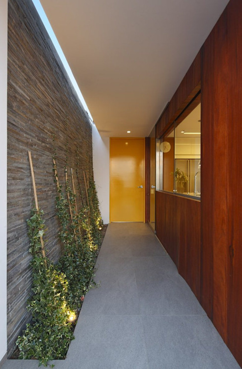 Casa P12 Martin Dulanto Pasillos, vestíbulos y escaleras de estilo moderno