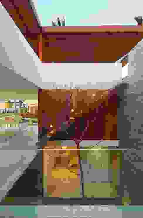 Casa P12 Martin Dulanto Pasillos, vestíbulos y escaleras modernos