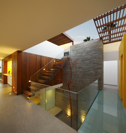 Casa P12 Pasillos, vestíbulos y escaleras modernos de Martin Dulanto Moderno