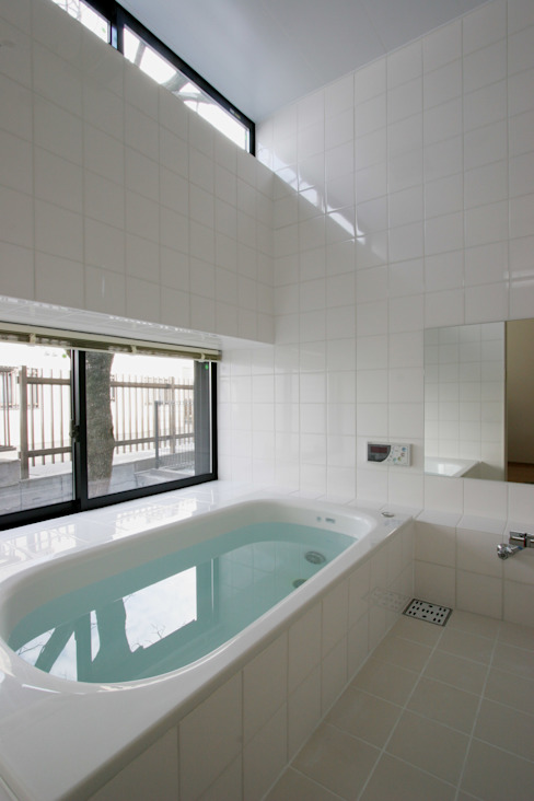 Baños de estilo  por 株式会社横山浩介建築設計事務所, Moderno